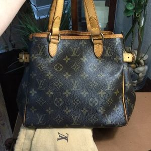 Authentic Louis Vuitton Batignoles w Dustbag